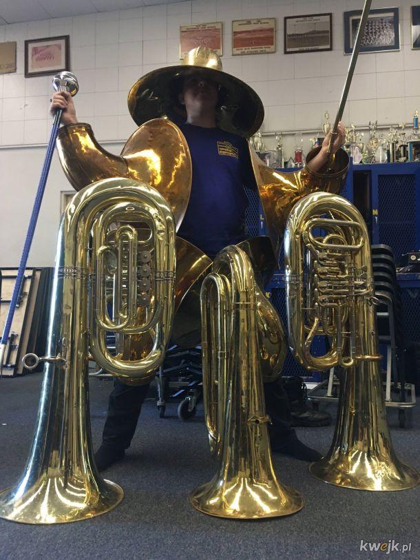 Człowiek-tuba