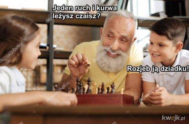 Granie w szachy z wnukami