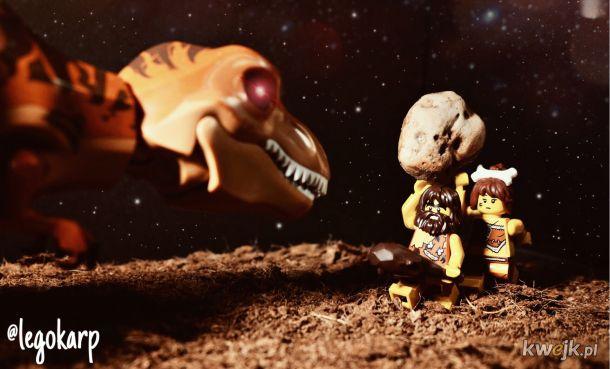 a tak człowiek pierwotny uczył się rzucać kamieniami w dinozaury.....