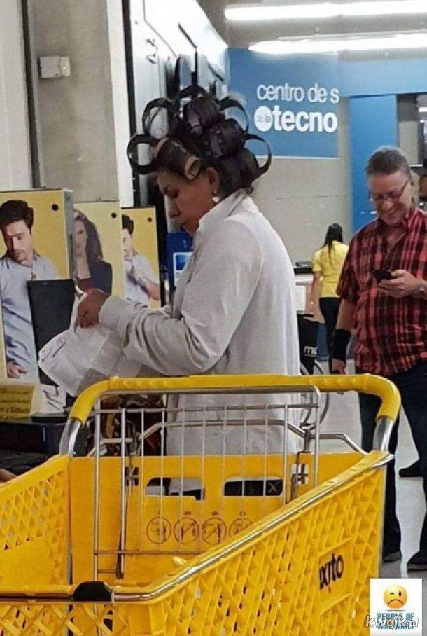 Klienci sieci Wal-Mart, czyli kosmici na zakupach
