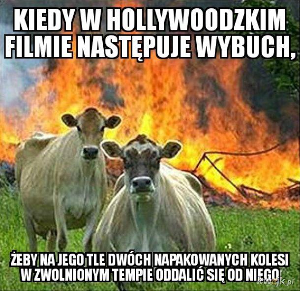 Dwóch typów na tle wybuchu - typowe Hollywood