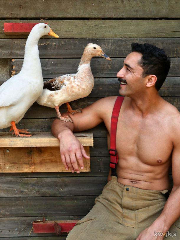 Australijscy strażacy pozują do kalendarza. A to wszystko w celach charytatywnych, obrazek 23