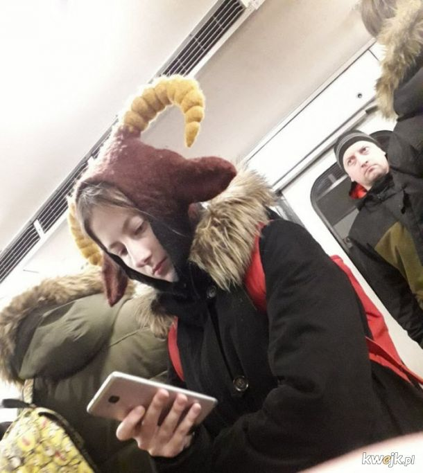 Stylowi i dziwni ludzie w rosyjskim metrze