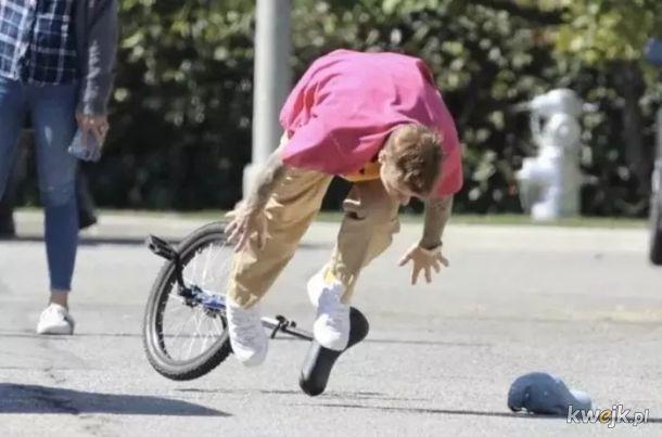 Justin Bieber spadł z roweru - Internet nie zawiódł (fotoszop)