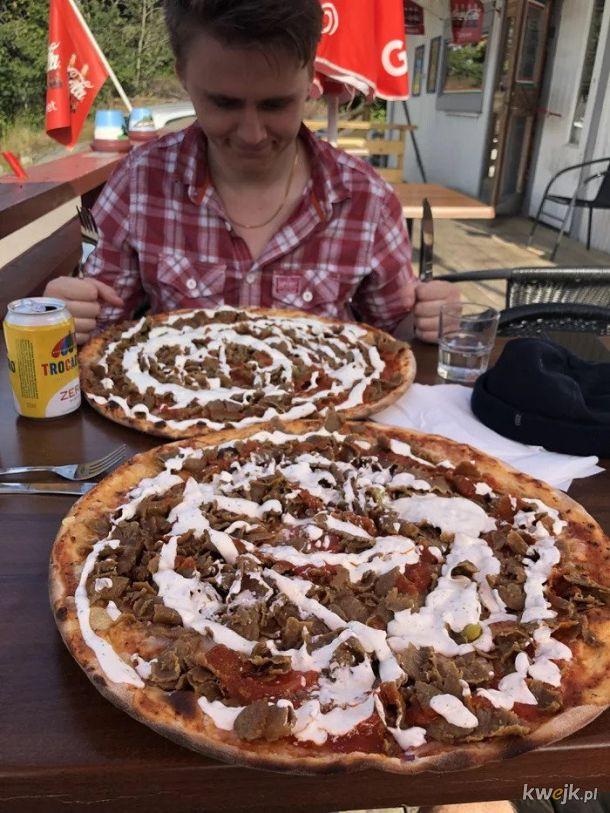 Pizza z kebabem