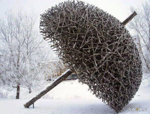 Rzeźby wykonane wyłącznie z naturalnych materiałów przez Fina Jaakko Pernu