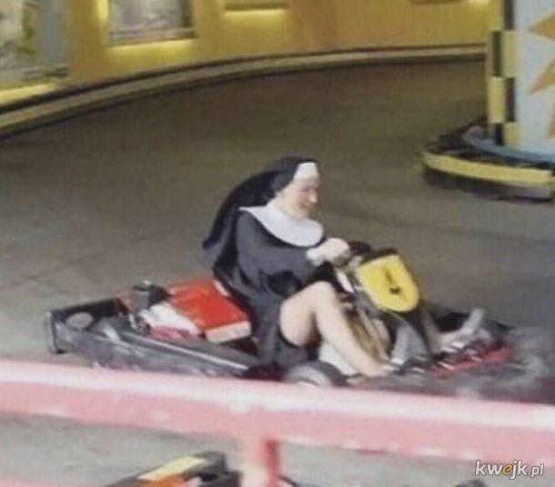 zakonnica w przebraniu