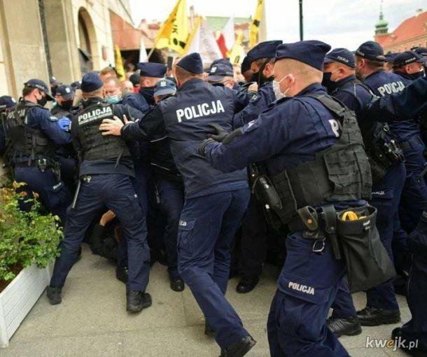 Rząd Mateusza Morawieckiego ratuje 2 mln miejsc pracy