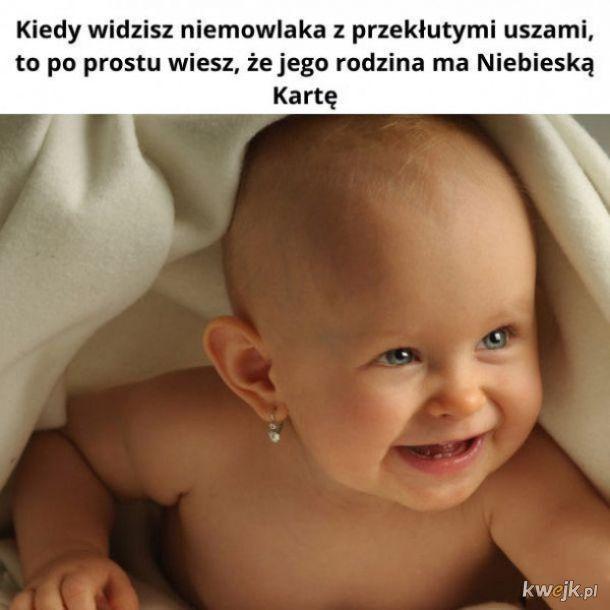 Dziecko z przekutymi uszami