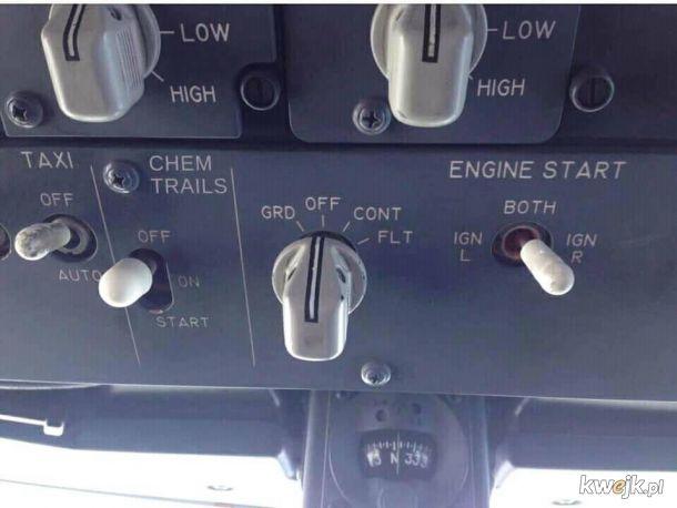 Jeśli lecisz samolotem poproś stefardessę żeby pilot dał ci przełączyć ten przełącznik.