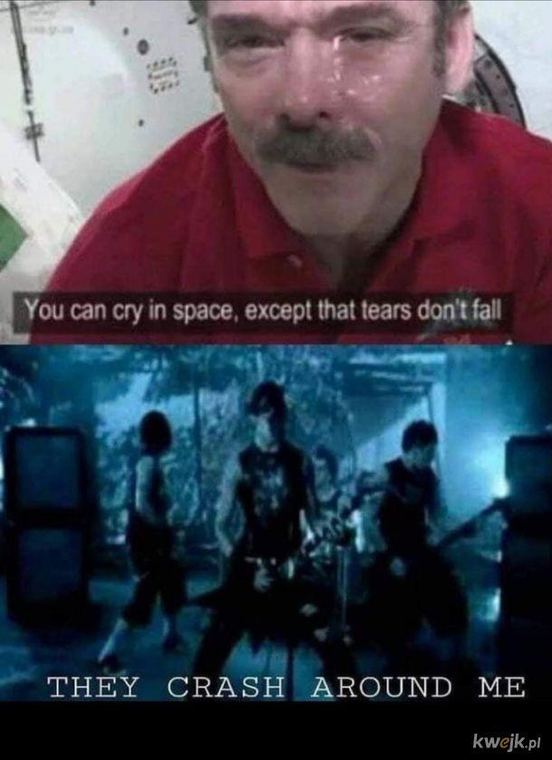Płakanie w przestrzeni