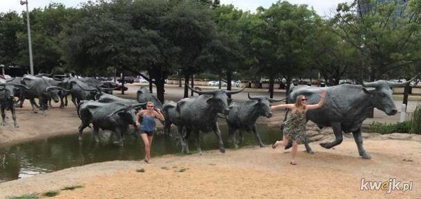 Pozowanie z pomnikami - robisz to dobrze