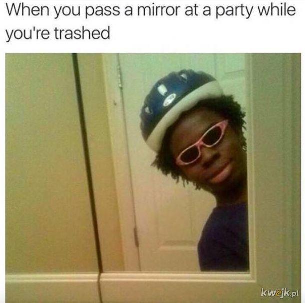 Kiedy mijasz lustro