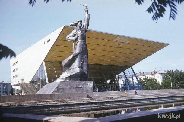 Radziecka architektura modernistyczna - w założeniach miała być piękna i jak z filmu scifi o bogatej przyszłości . Jak wyszło? Oceńcie sami.