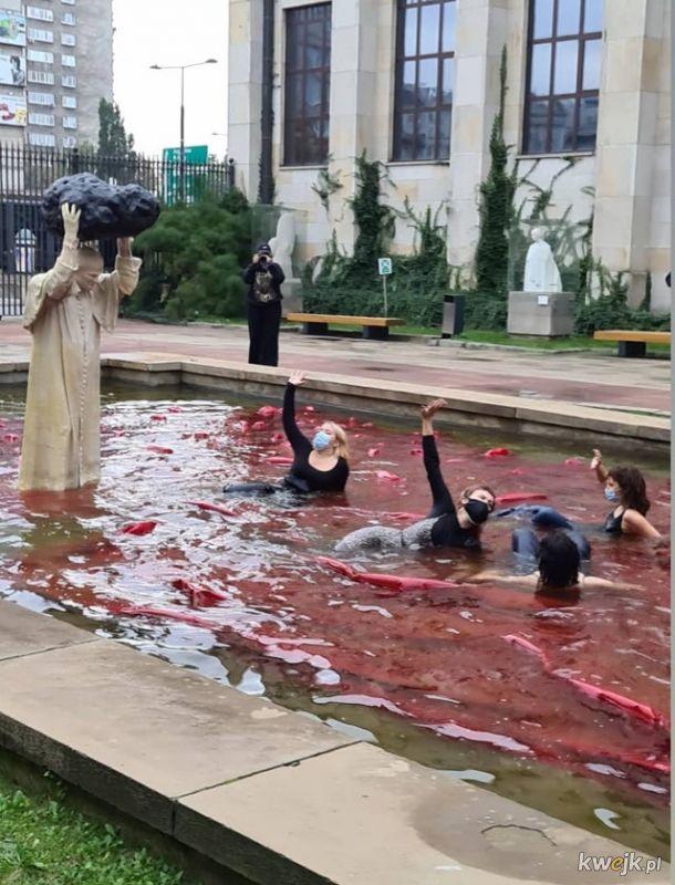 Papież morduje niewinne kobiety, które walczą o swoje prawa!