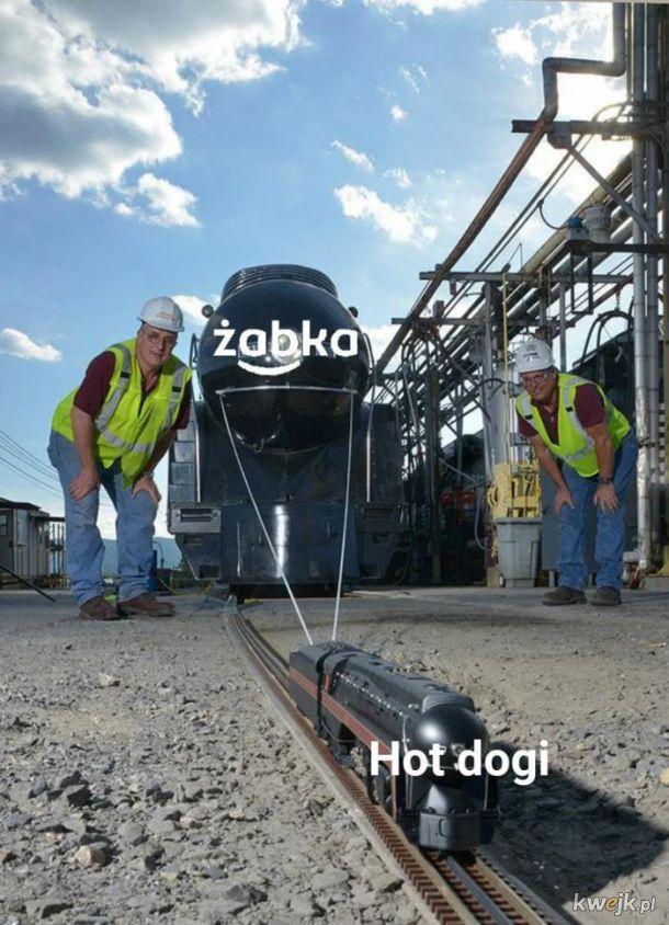 Hot dogi z Żabki są życiem