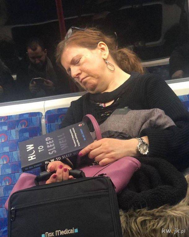 Fascynujące lektury zauważone w metrze