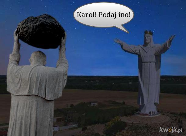 Tajemnica pomnika papieża z kamlotem rozszyfrowana