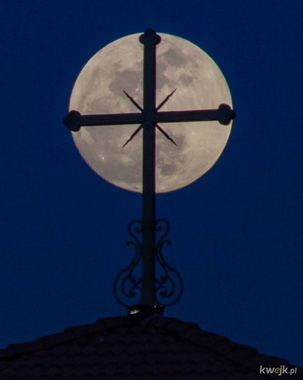Księżyc, jak z photoshopa