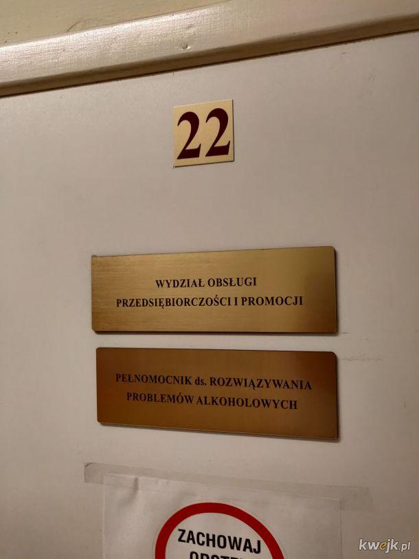 Miałem rozpocząć swoją działalność. Kazali mi iść do pokoju nr 22, żeby podpisać wszystkie papiery. Przypadek? Czy po prostu urzędy wiedzą? Moje miasto i kraj takie wspaniałe