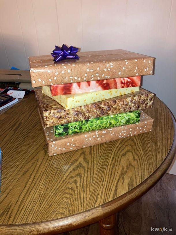 Kanapka z prezentów