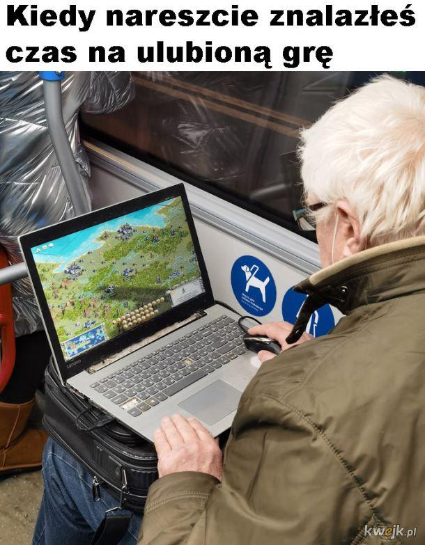 Dziadek gra w grę