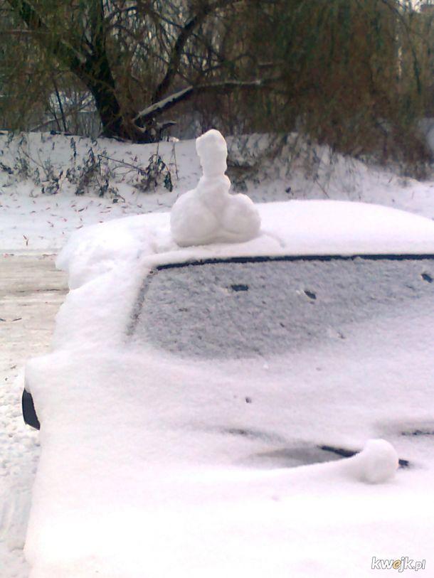 Gdy jest dużo śniegu, a akurat brakło ci naklejek