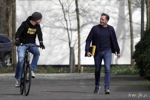 Holenderski premier i minister. Bez limuzyn, bez obstawy goryli, bez podazajacej za nimi karetki. Biedny kraj