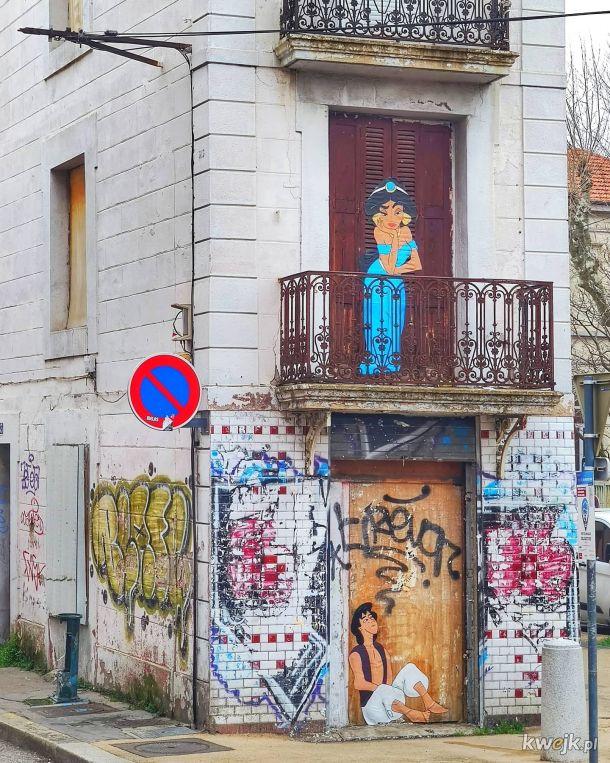 Francuski artysta tworzy humorystyczne dzieła na ulicach Paryża