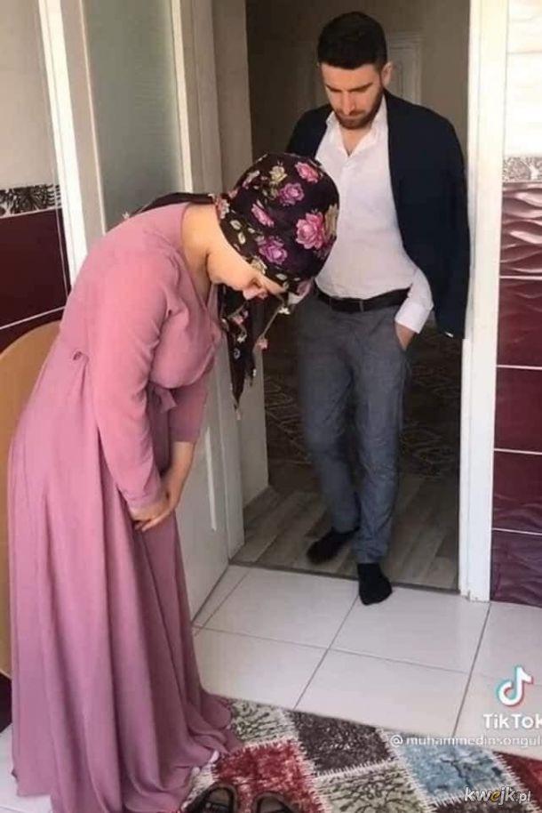 Jak krok po kroku witać męża, który wrócił do domu