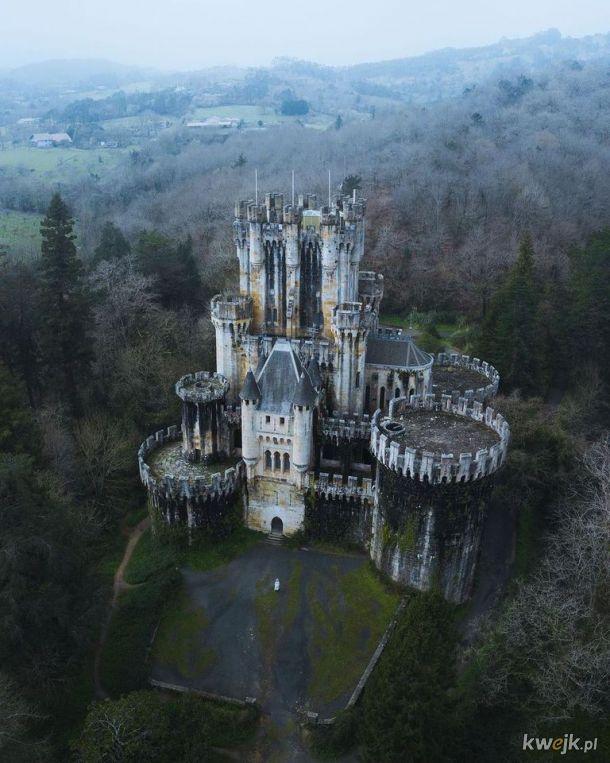 Gotycki zamek przebudowany w XIX w.