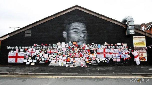 Kibolskie malpy zniszczyly mural. Ludzie odpowiedzieli