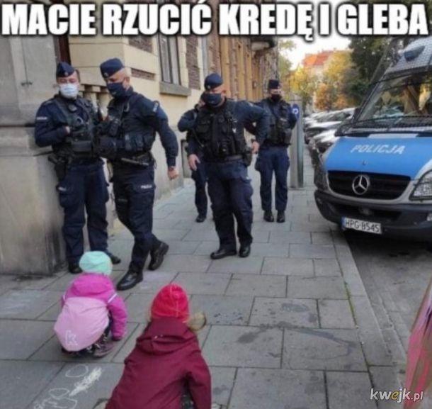 Policja vs dzieci z kredą