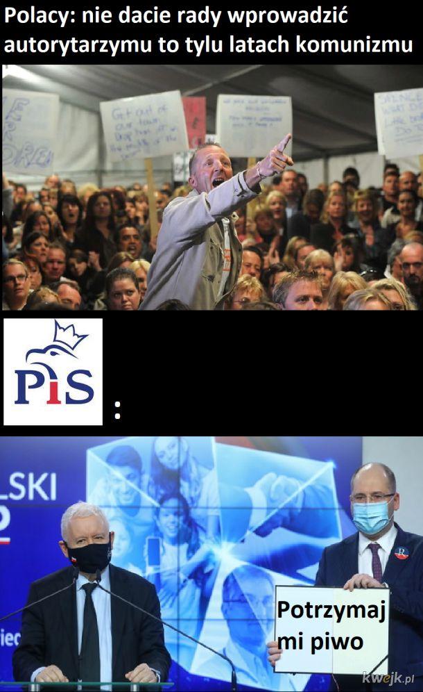 """""""Demokracja"""" w Polsce"""