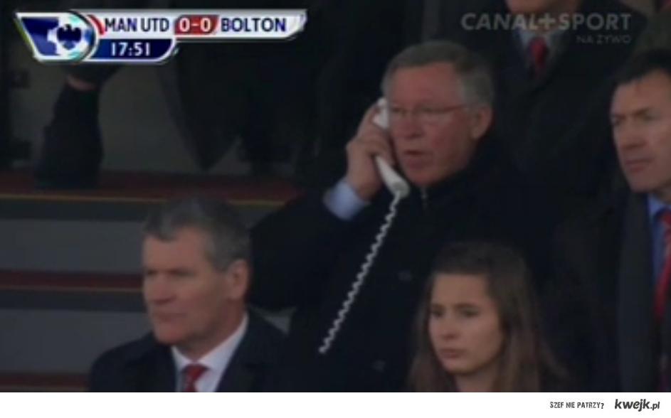 Alex Ferguson trener Manchester United, na trybunach stadionu ; ]