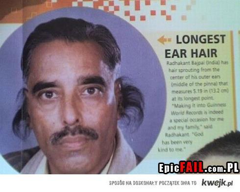 Włosy w uszach