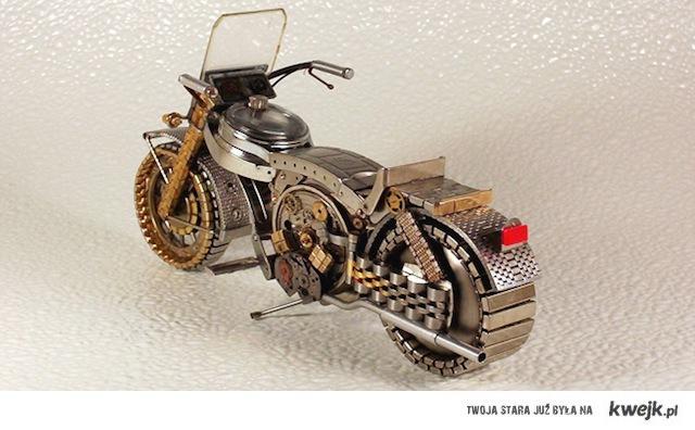 Model motocykla wykonany z cześci zegarków.