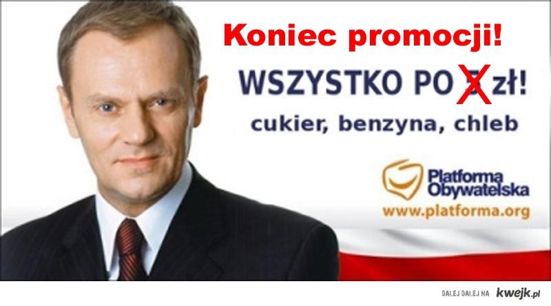 """Donald Tusk obwieszcza: koniec promocji """"Wszystko po 5 zł"""" - satyra polityczna"""
