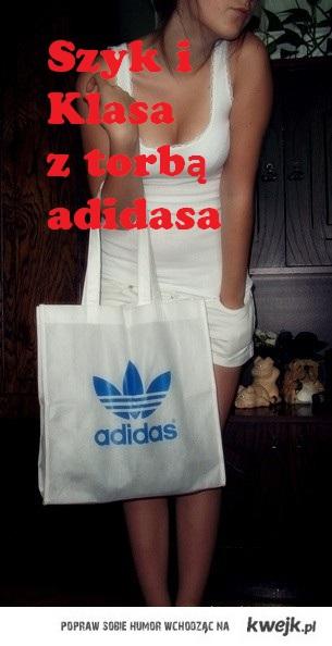 Szyk i Klasa z torbą adidasa