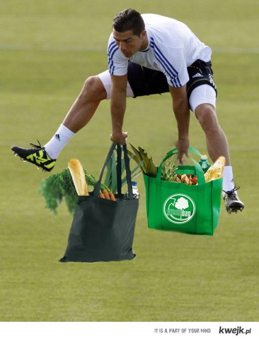 A tak Ronaldo na zakupy idzie
