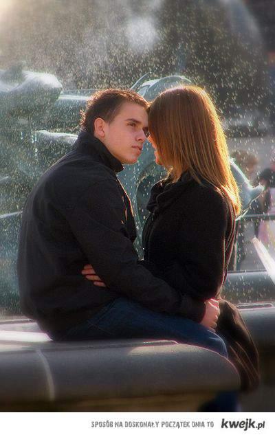 czekać na taki moment 5 lat i zepsuć to: nie pocałować, nie powiedzieć,że  zależy tylko czekać byś Ty zrobiła pierwszy krok. FRA