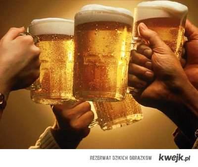 Piwo nie tuczy! 100g piwa zawiera ok. 45 kcal Przyczyną mitu o wysokiej kaloryczności piwa jest zawarty w nim chmiel, który pobu